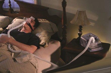 睡眠呼吸暂停综合征是什么原因造成和治疗方法