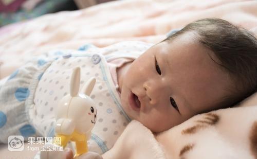 新生儿晚上哭闹不睡觉怎么办?可以尝试一下这个方法